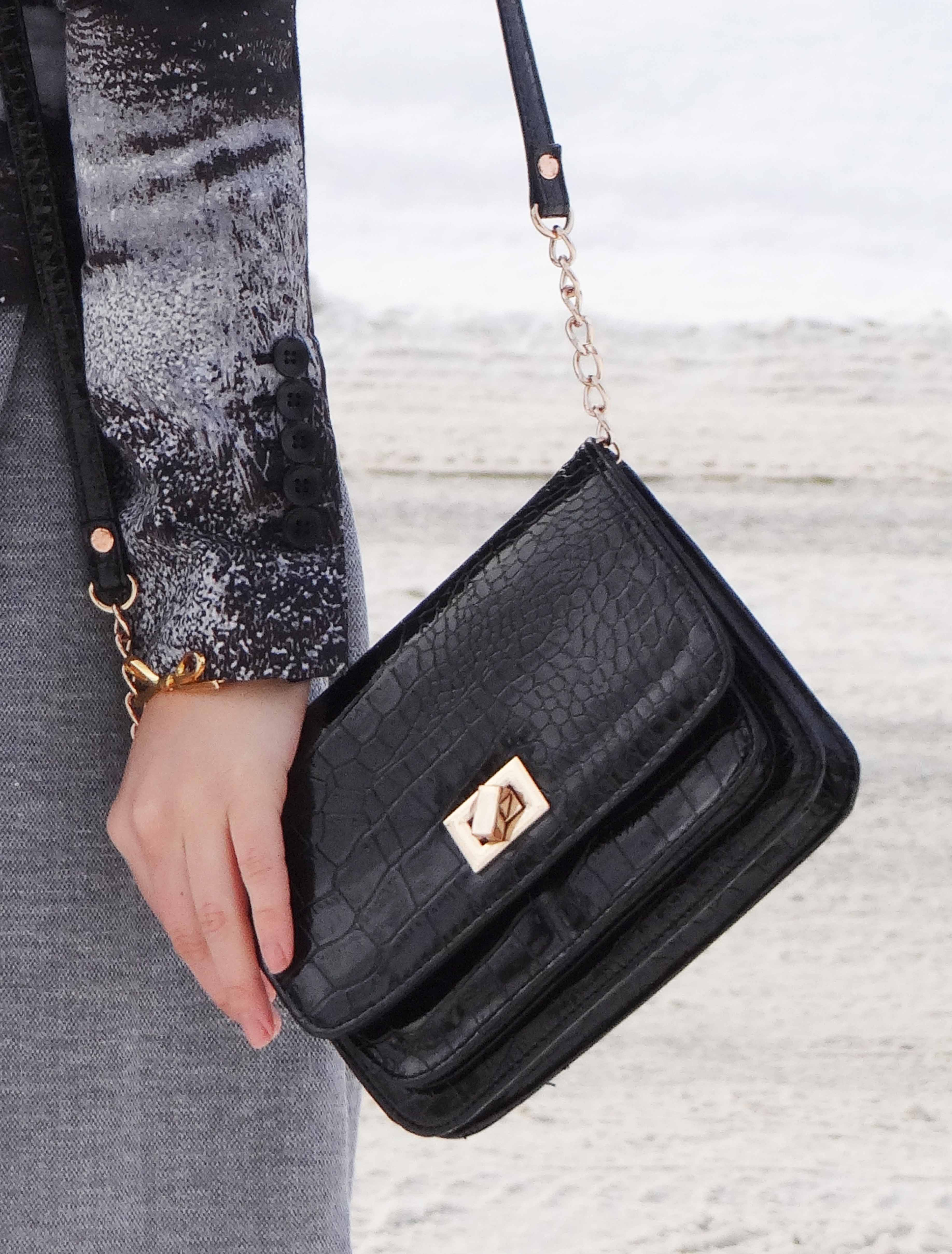 Black crossbody handbag, black purse with chain, life and style, fashion blog, fashion, style, outfit, fashion blogger, style blogger, outfit ideas, fall style, shopping, accessorize, street style, fashion styles, Victoria Simpson, A Side of Vogue