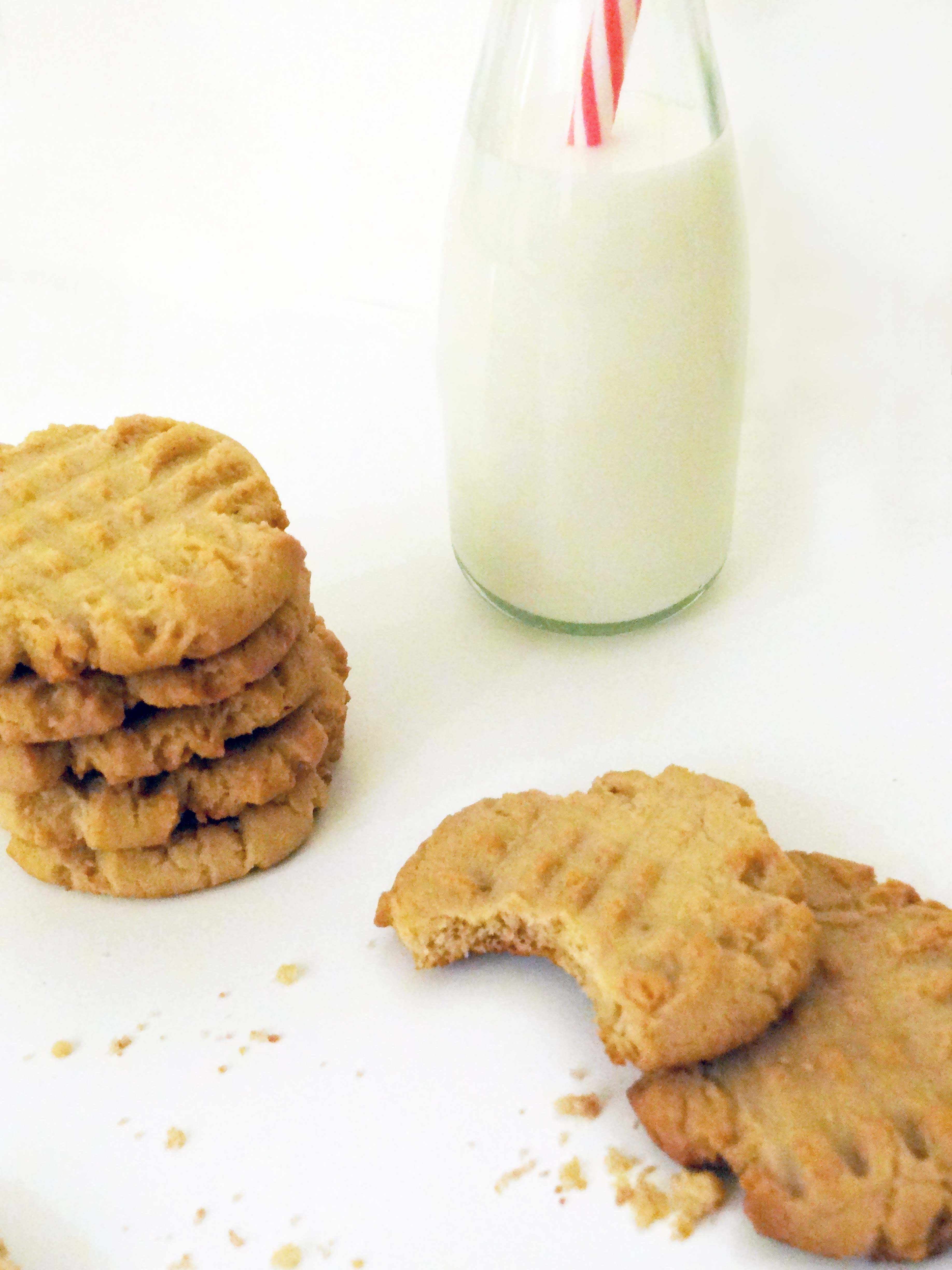 Peanut Butter Cookies, Baking, Kitchen Aid Mixer, Cookies, Recipes, Dessert, Lifestyle Blogger, Toronto Lifestyle Blogs, Milk and Cookies