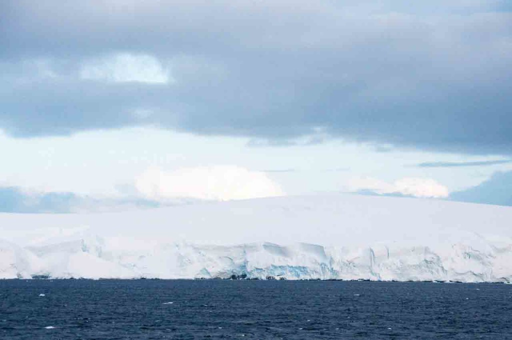 Antarctica-Scenery-Travel-Lemaire-Channel