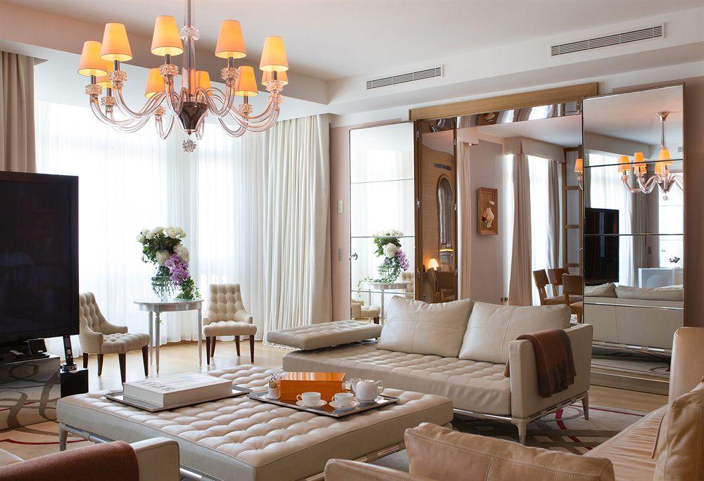 Beautiful-Living-Room-Luxury-Travel-Paris-Le-Royal Monceau-Raffles-Hotel