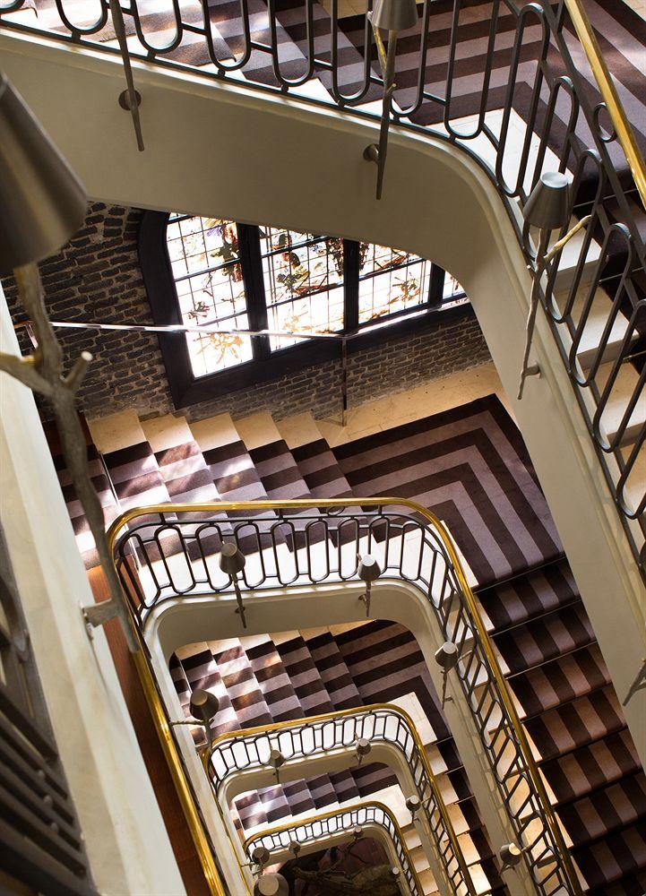 Beautiful-Staircase-Luxury-Travel-Paris-Le-Royal Monceau-Raffles-Hotel