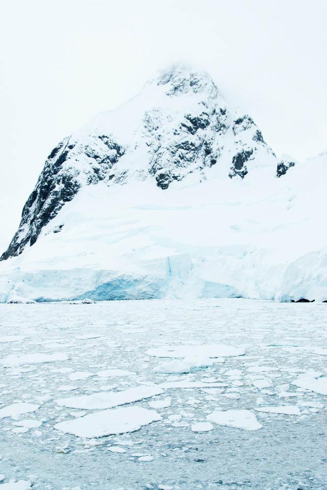 Travel-Antarctica-Lemaire-Channel