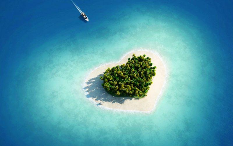 Travel // 10 Heart Shaped Islands