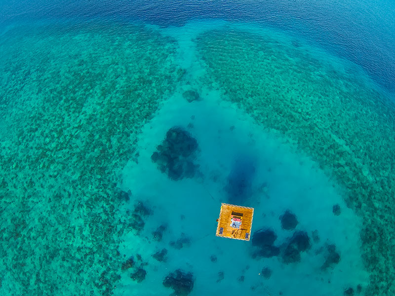 Underwater-Hotel-Room-In-The-Middle-Of-The-Ocean-Coral-Reef