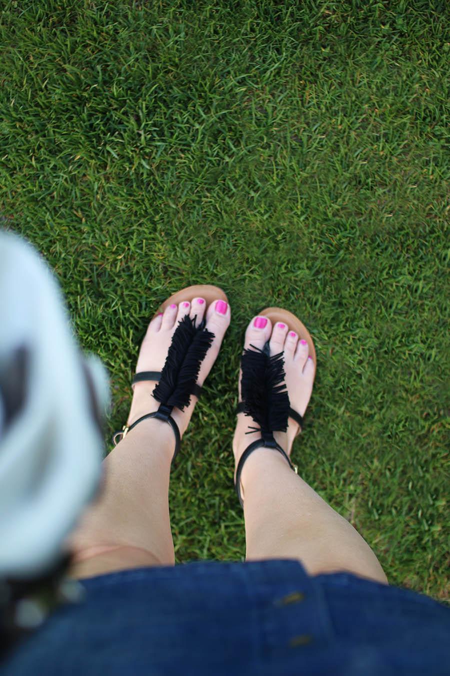 Affordable-Fashion-Black-Summer-Sandals-With-Fringe