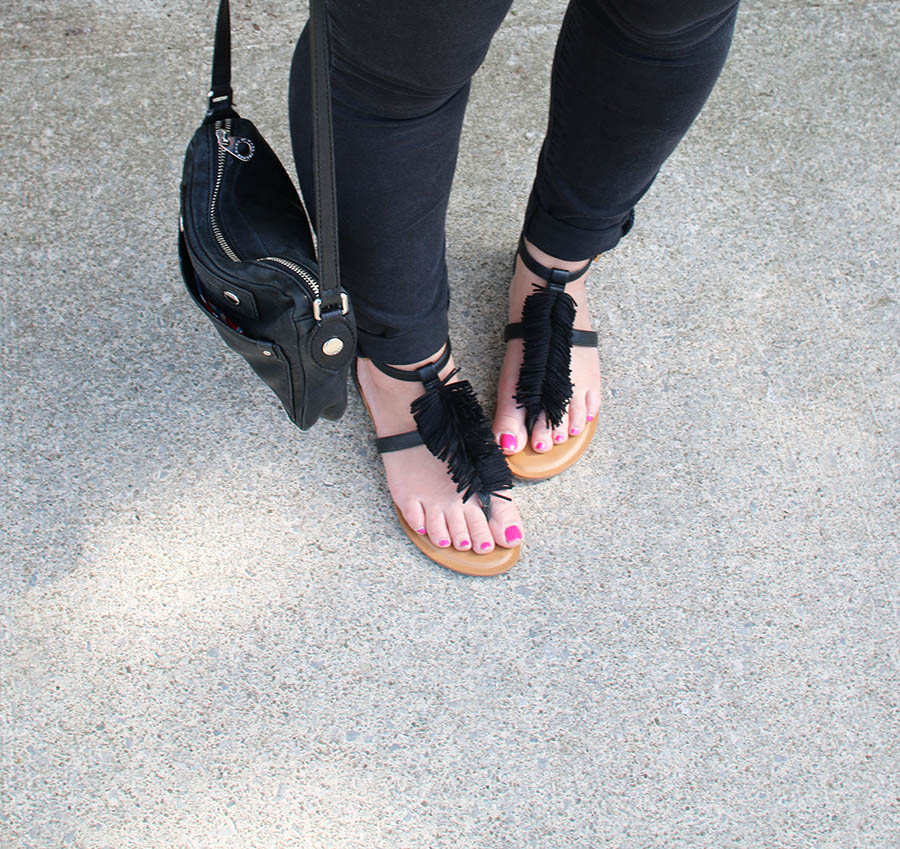 Black-Flat-Summer-Sandals-With-Fringe