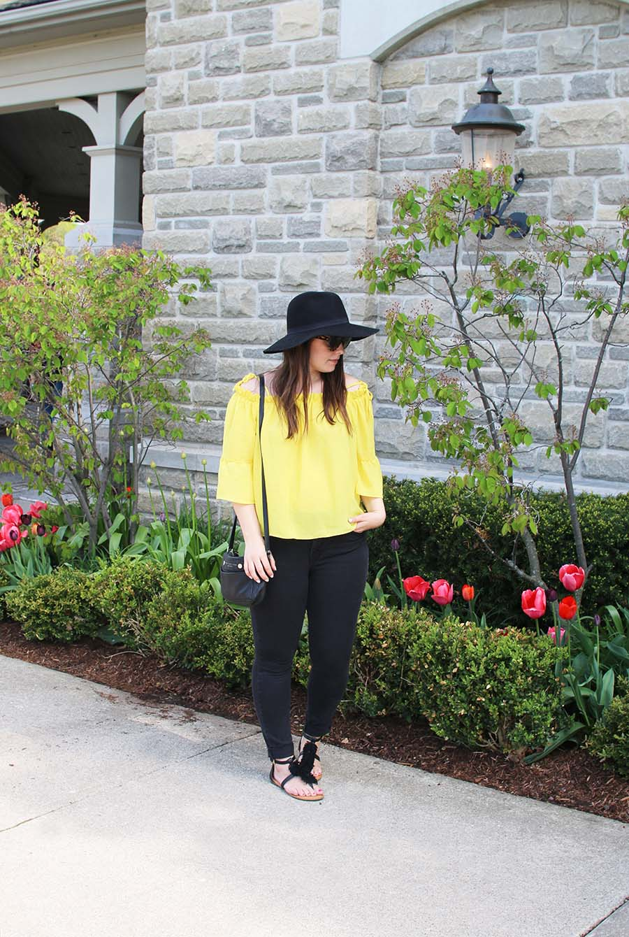 Travel-Fashion-Style-Black-and-Yellow
