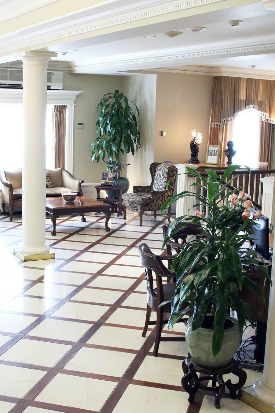 Travel-Niagara-Queens-Landing-Hotel-Plaza