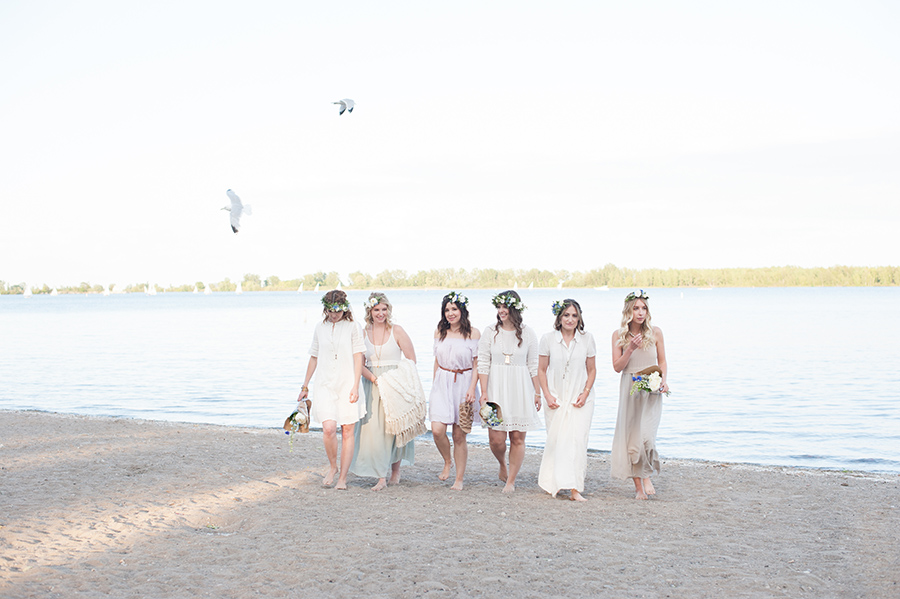 beach-party-ideas-with-girlfriends-and-flower-crowns