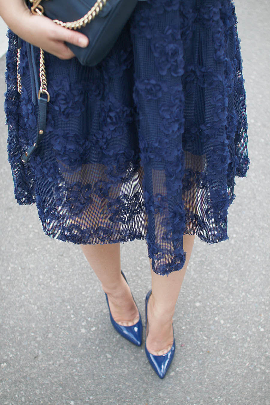 Outfit Feminine Midi Skirt A Side Of Vogue