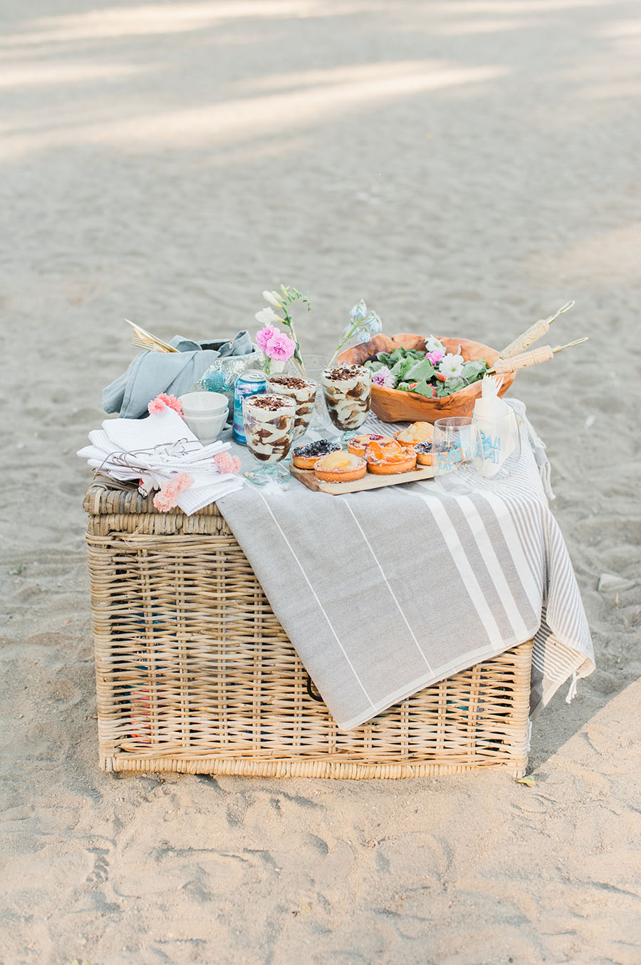 ideas-for-picnic-on-the-beach
