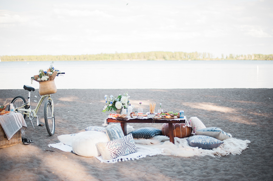 Summer picnic ideas for girls day out at the beach; more on A Side Of Vogue