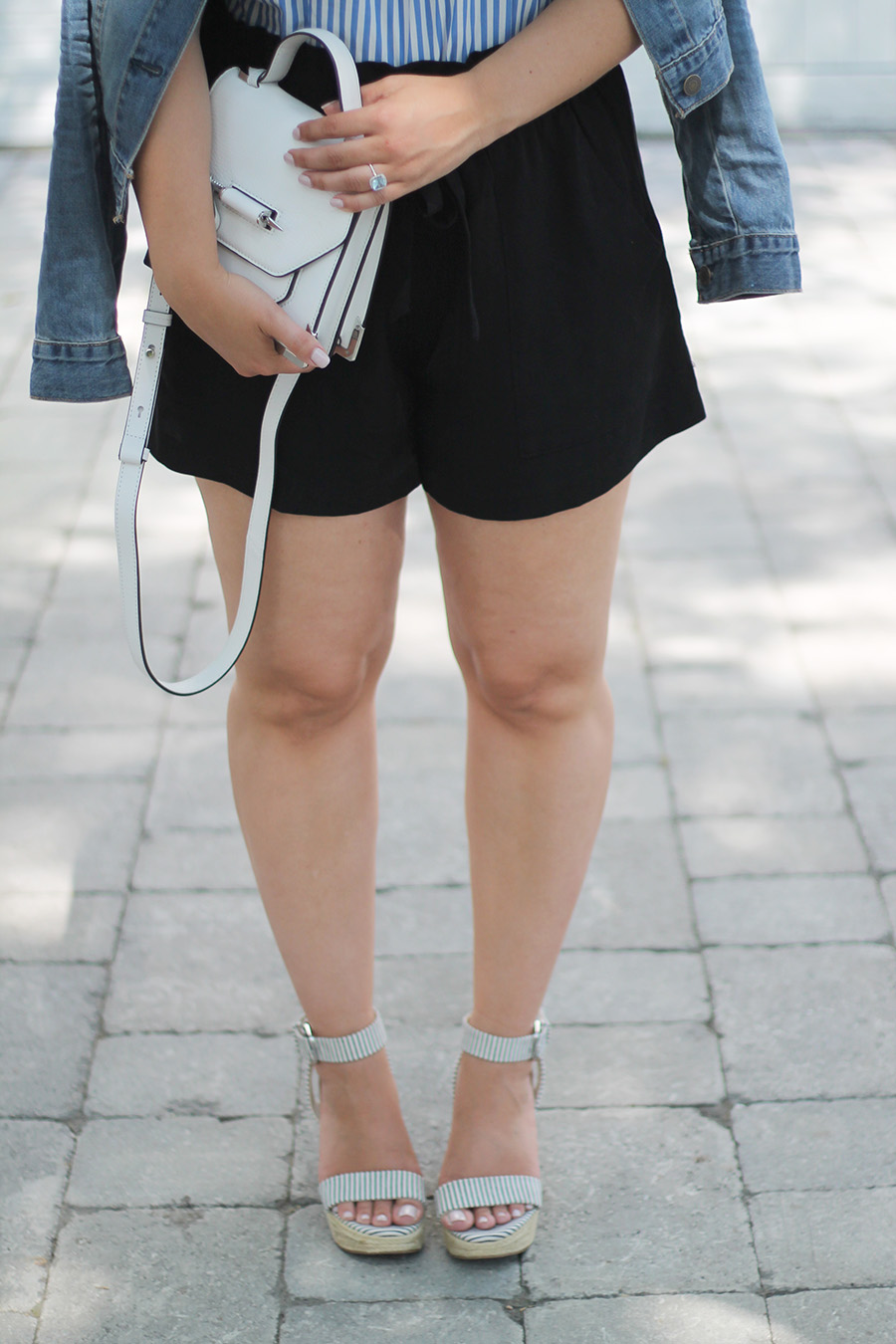 Black-Shorts-White-Handbag-Wedges-Outfit-Ideas