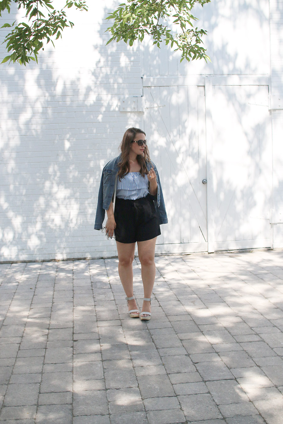 outfit-ideas-high-waisted-shorts-denim-jacket