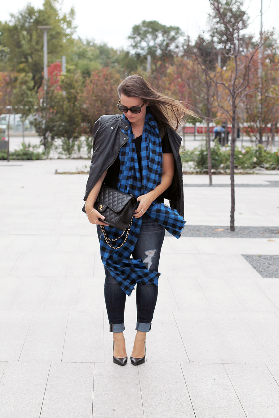 black-blue-buffalo-check-plaid-scarf-fall-accessories