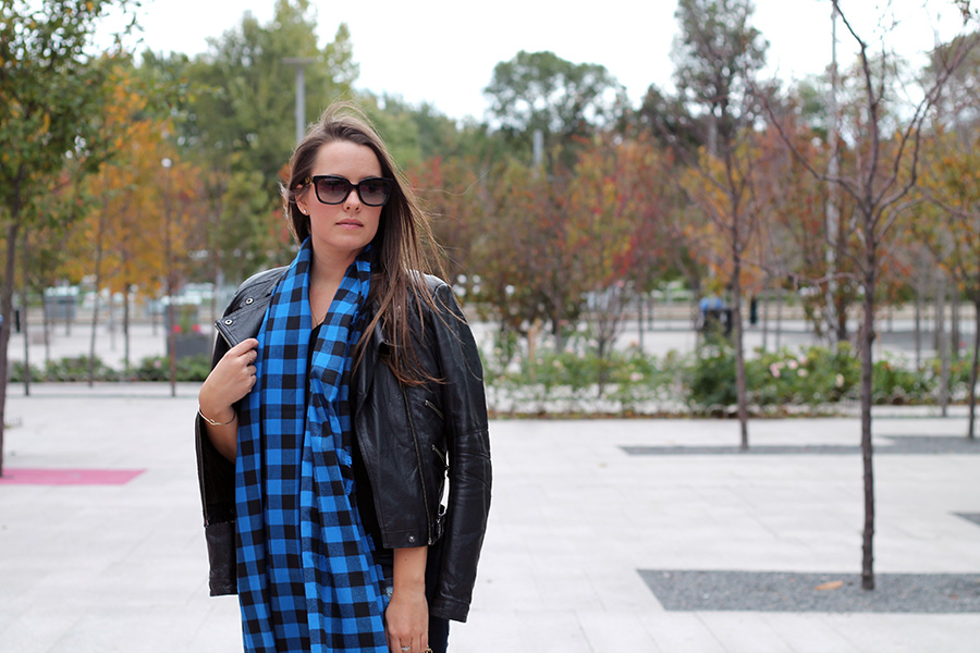 black-blue-cotton-scarf-winter-fall-fashion-inspiration