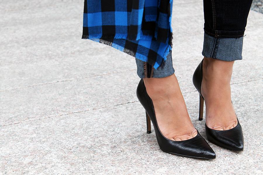 classic-shoes-black-pumps-a-side-of-vogue