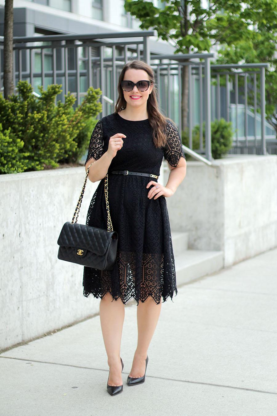 classic-fashion-all-black-date-night-outfit