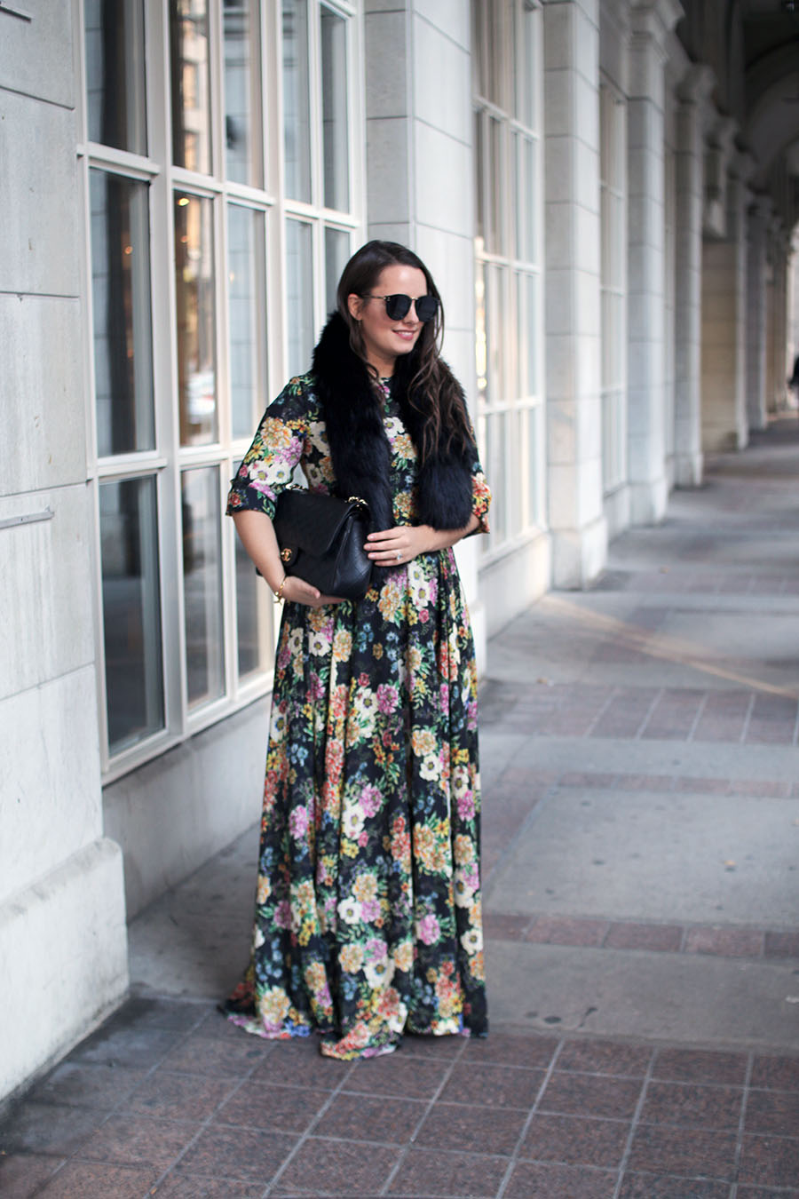 holiday-party-style-floral-maxi-dress-faux-fur-shawl