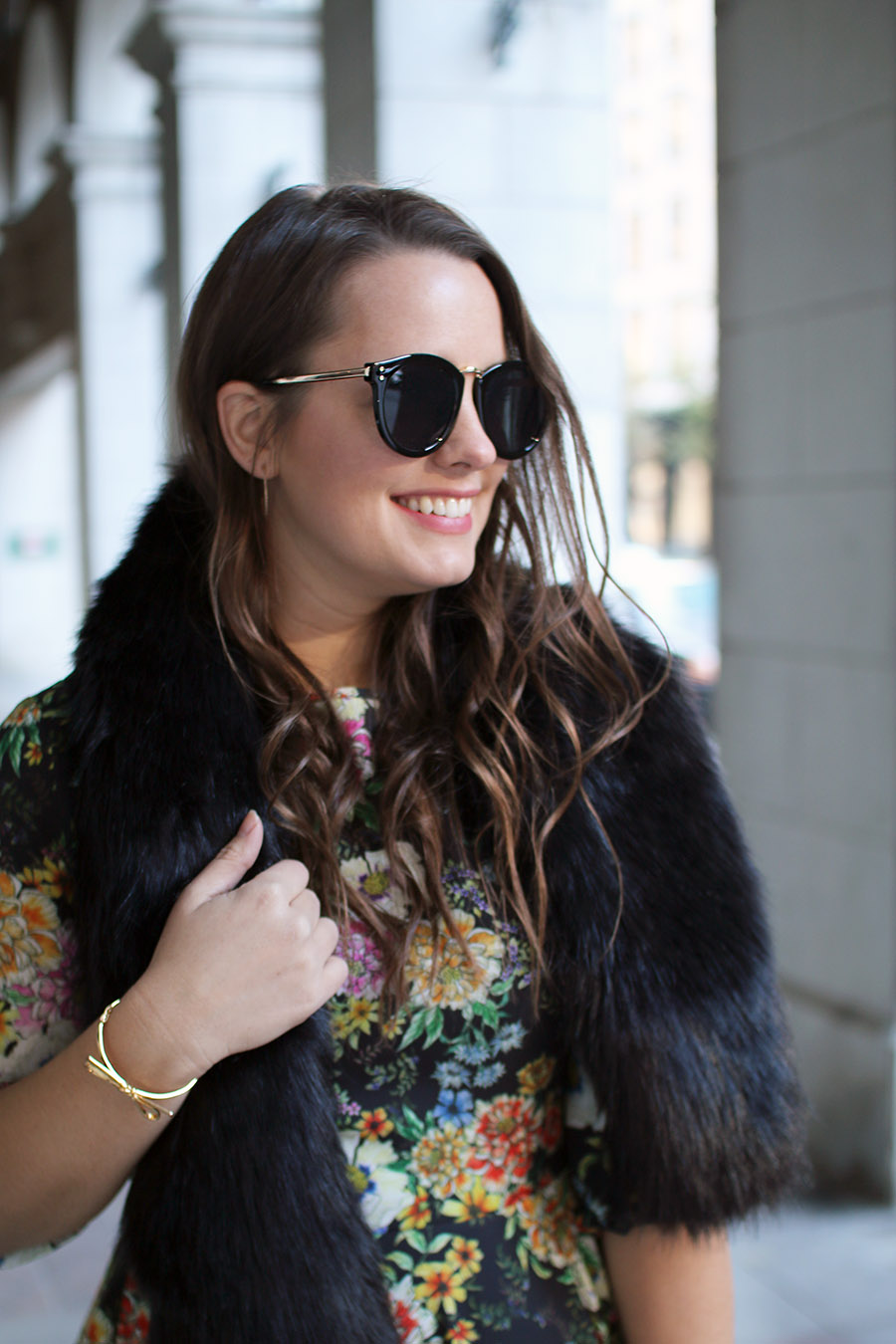 accessorize-how-to-wear-a-faux-fur-shawl-stole