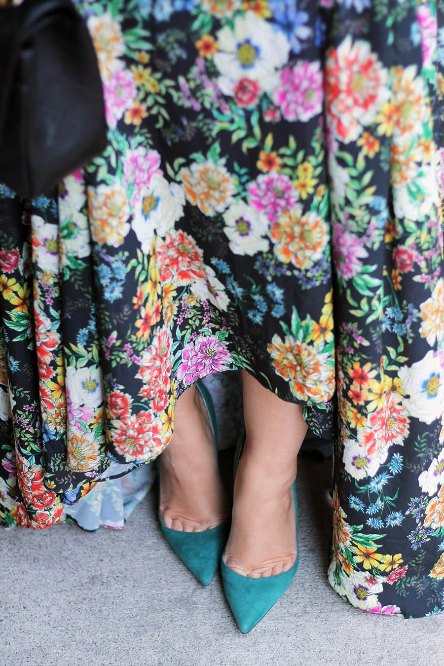 fashion-style-floral-maxi-dress-green-suede-pumps