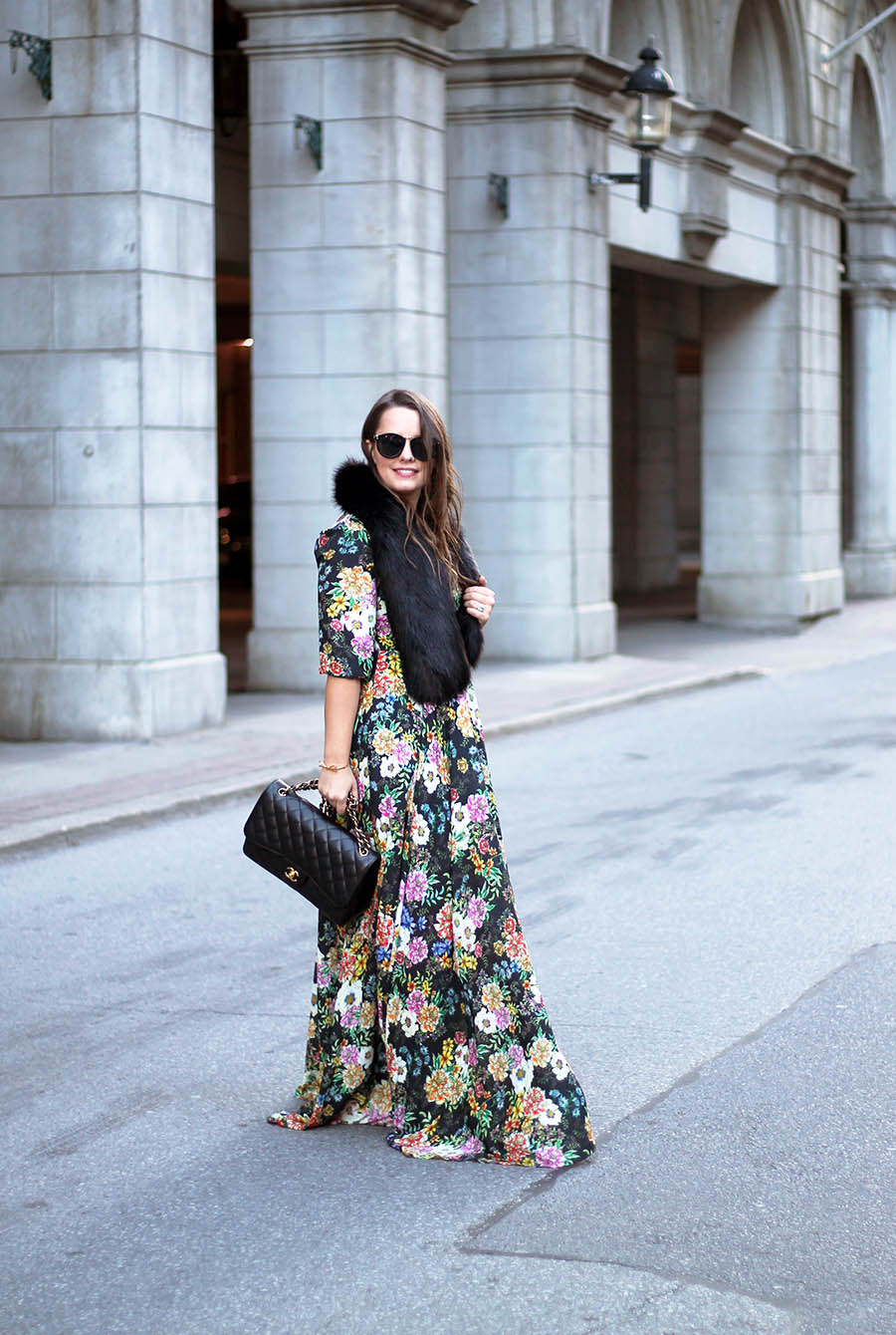 holiday-party-outfit-ideas-floral-maxi-dress