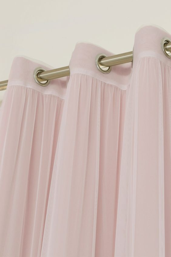 Pink-Curtains-wedding-color-ideas-inspiration