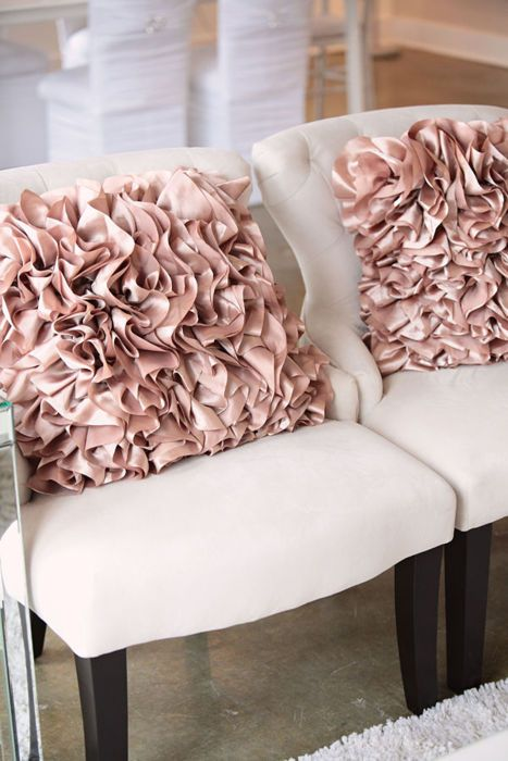 pink-pillows-wedding-color-ideas-inspiration