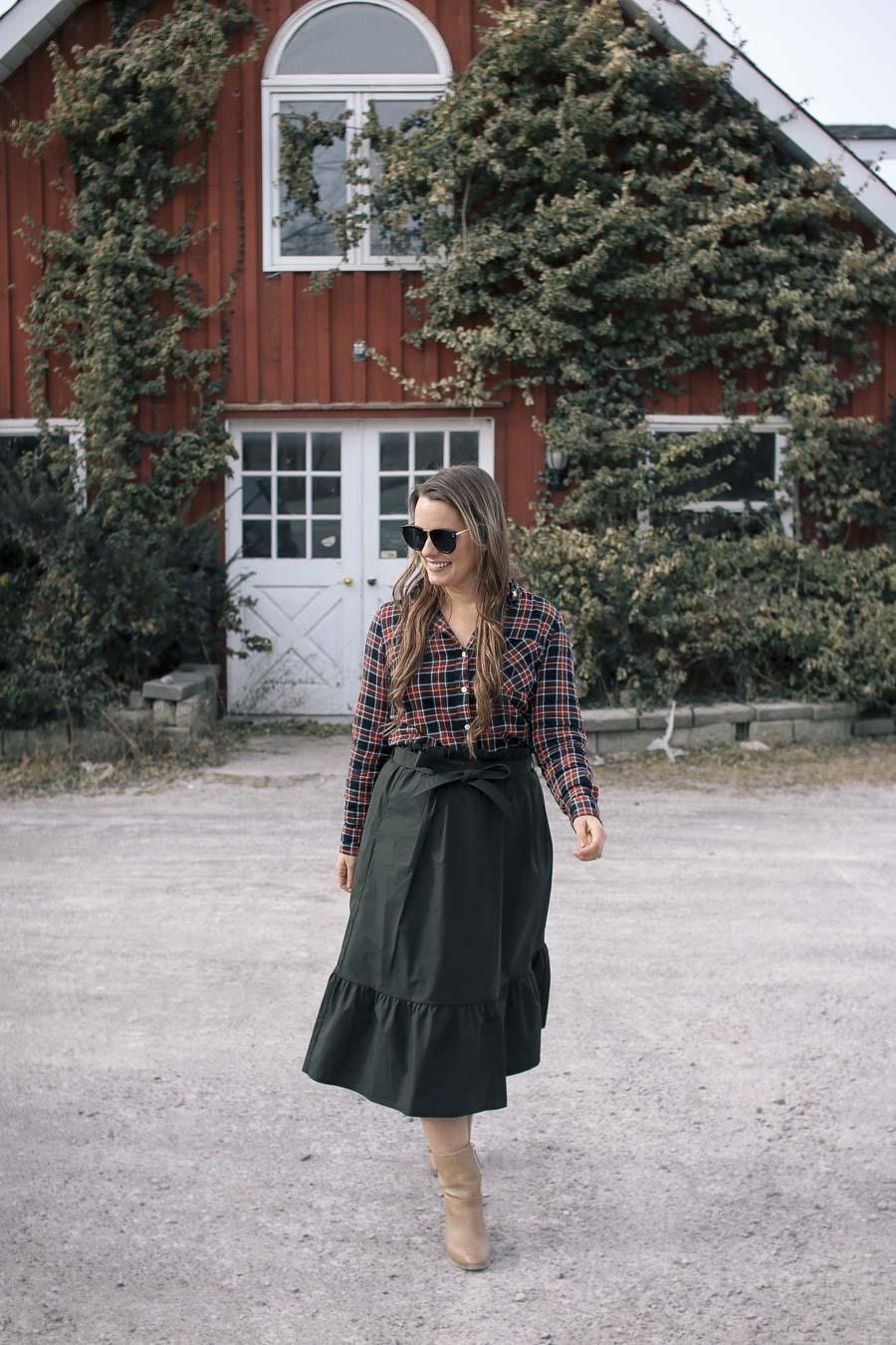 Outfit-Plaid-Shirt-Green-Midi-Skirt