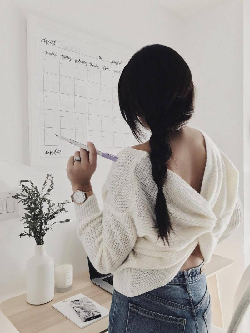 Twisted Back Sweaters / Winter Fashion Trends